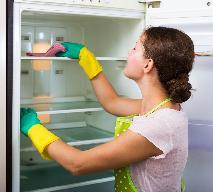 Jak rozmrozić lodówkę? Rozmrażanie lodówki i zamrażarki krok po kroku
