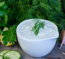 Sos koperkowy: przepis na sos do mięs i sałatek