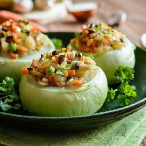 Kalerepka faszerowana warzywami: przepis