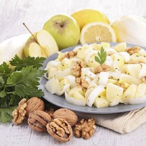 Sałatka z cykorii z jabłkiem: przepis na zdrowie