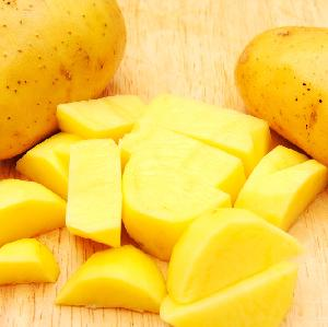 Ziemniaki z łososiowym dipem [przepis na ziemniaczany dodatek do dań z grilla]