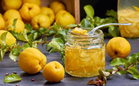 Pigwa do herbaty z sokiem pomarańczowym: przepis [WIDEO]