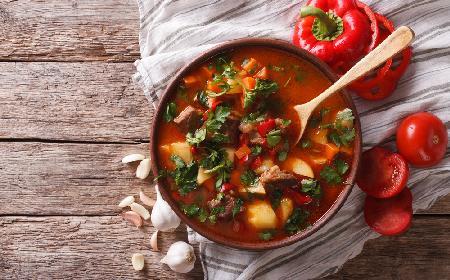 Zupa gulaszowa: przepis na pyszną zupę
