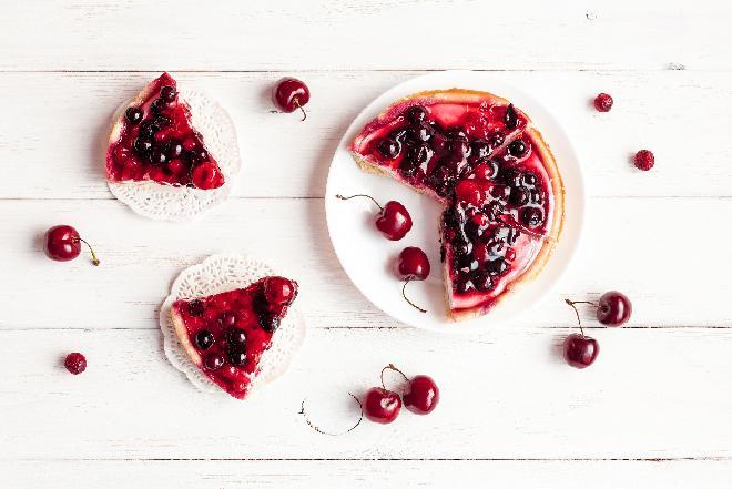 Tarta z czereśniami i panna cottą - przepis na pyszne ciasto!