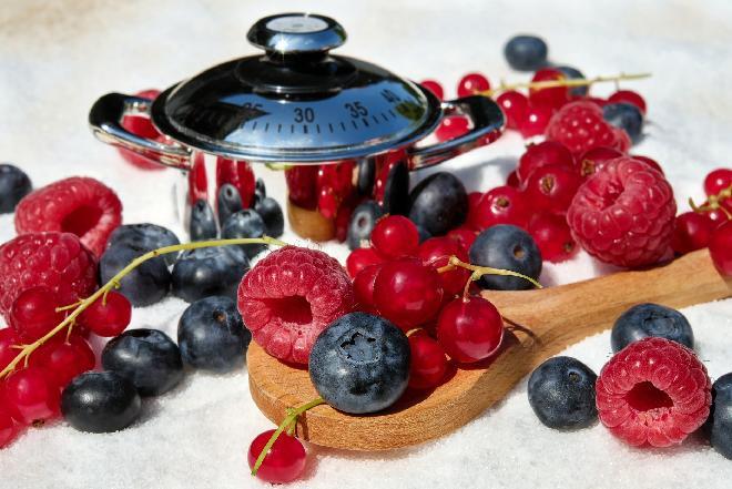 Konfitura z leśnych owoców - przepis na konfiturę z malin, porzeczek, truskawek i borówek