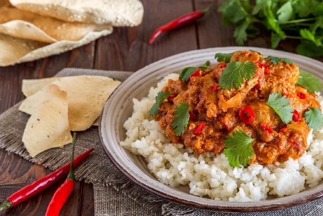 Kurczak z imbirem i kurkumą: pomysł na rozgrzewający obiad