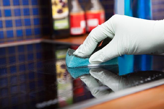 W jaki sposób i czym czyścić płyty ceramiczne i indukcyjne?