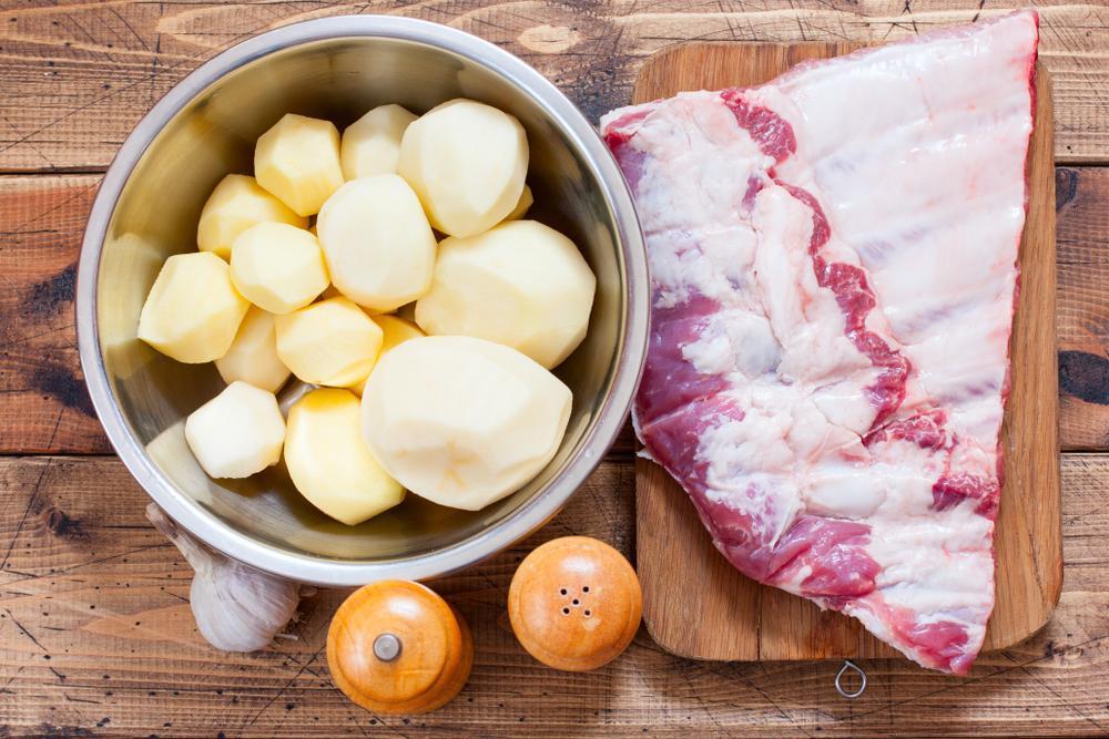 Żeberka pieczone z ziemniakami