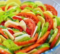 Ziemniaki zapiekane z cukinią i papryką - pyszna i efektowna zapiekanka warzywna