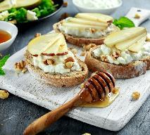 Pocieszające grzanki z serem i  gruszką - rozjaśnią każdy poranek