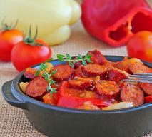 Potrawka warzywna z ziemniakami i salami po węgiersku