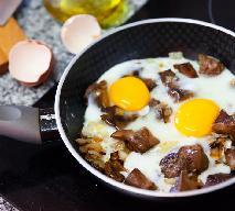 Rydze z jajkiem sadzonym: proste danie, które zaskakuje wykwintnym smakiem