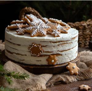 Ciasto piernikowe na herbacie: łatwy przepis na miękki piernik z kremem budyniowym