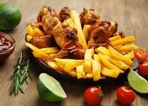 Pikantne skrzydełka z piekarnika - doskonałe z ryżem albo frytkami