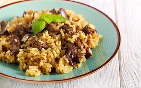 Wątróbka drobiowa z ryżem: pożywna i pyszna potrawka kuchni kreolskiej