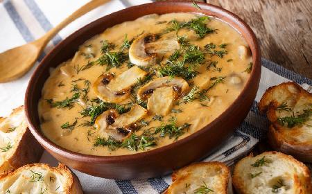Węgierska zupa pieczarkowa: łatwa i sycąca grzybowa