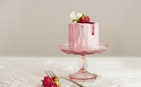 Malinowy tort Claire Ptak autorki weselnego tortu dla Harry'ego i Meghan