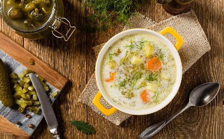 Zupa ogórkowa z ryżem - łagodna wersja