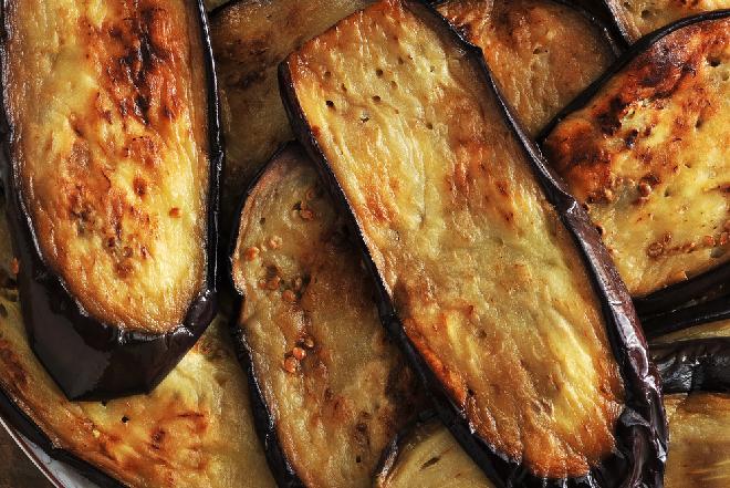 Jak oszczędnie smażyć bakłażany: 3 sprytne sposoby na użycie małej ilości oleju