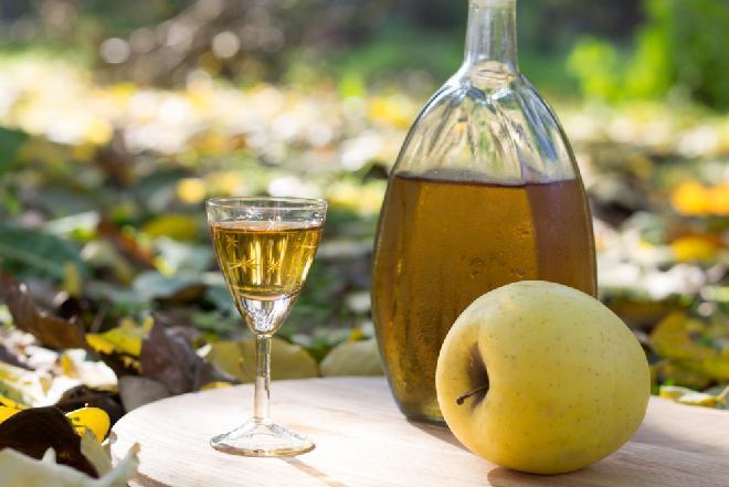 Nalewka jabłkowa - na pyszne zwieńczenie posiłku