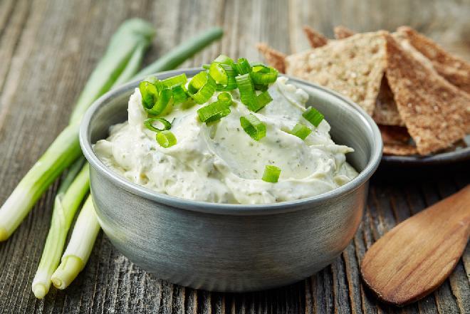 Sos z dymką i z anchois - znakomity dip do świeżych warzyw