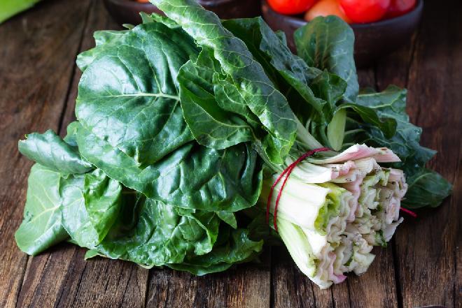 Kasza bulgur z mangoldem - pomysł na ciepłą i zdrową kolację