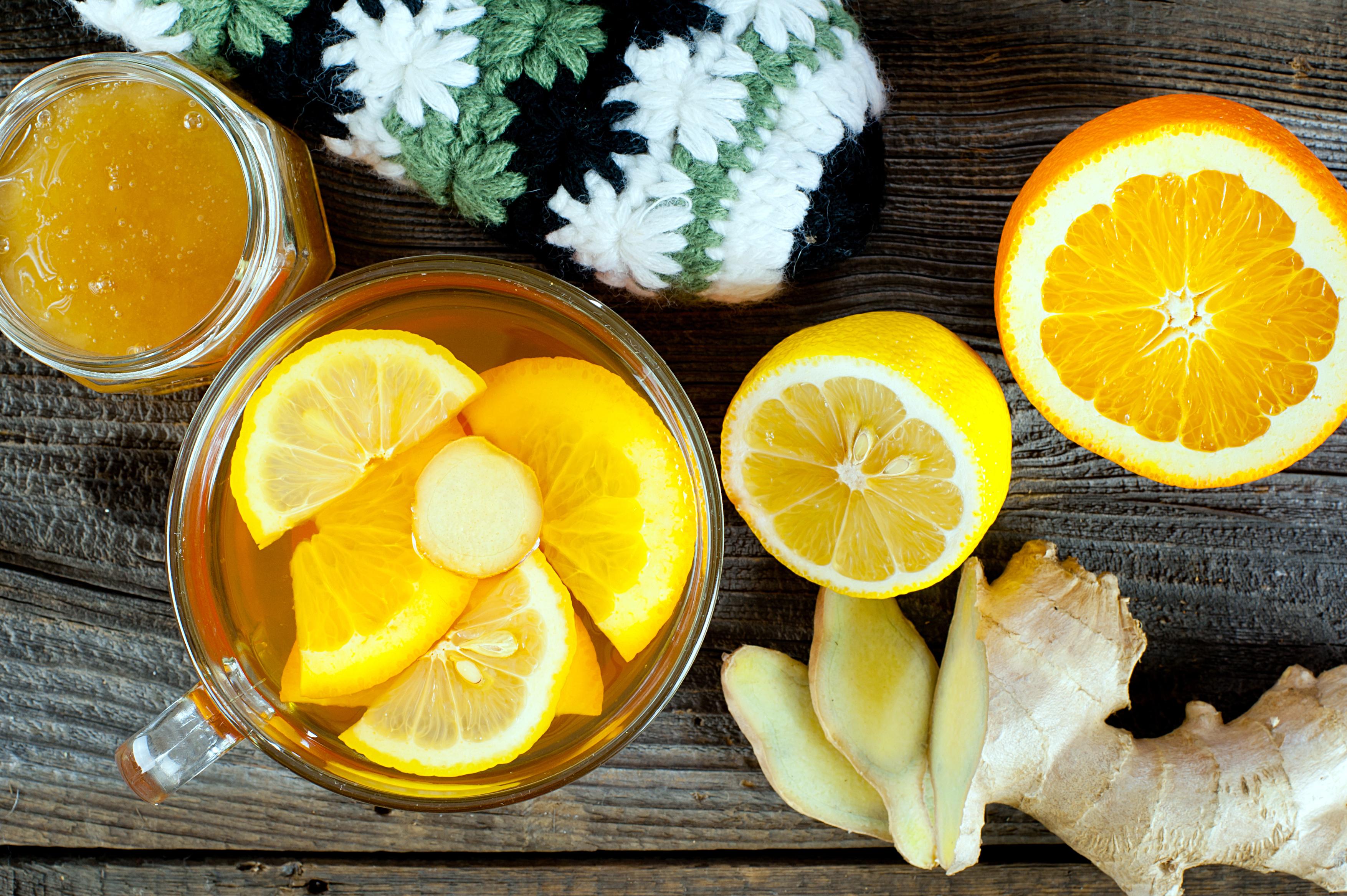 Rozgrzewająca herbata z imbirem i pomarańczą